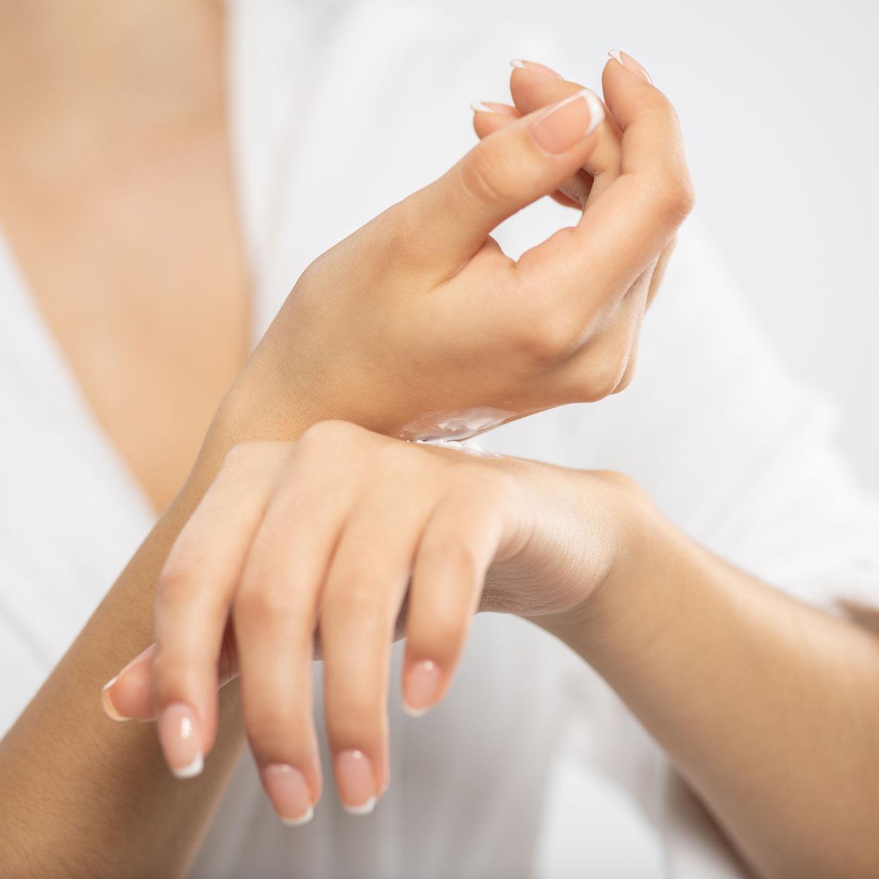 Rewitalizacja-i-odmładzanie-dłoni